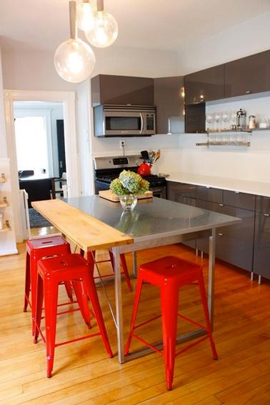 20 id es d co pour une cuisine grise deco - Table de cuisine rouge ...