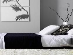 Idée decoration chambre en noir et blanc-couleur peinture, linge de lit, tapis et coussins