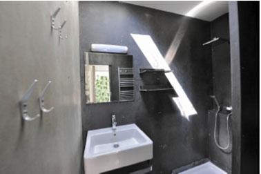 Container amenage en loft pour des vacances en plein air - Volume salle de bain ...