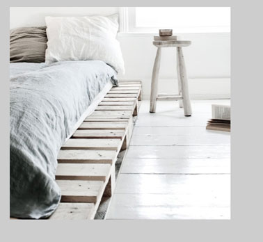 d co chambre gris blanc palette bois pour lit. Black Bedroom Furniture Sets. Home Design Ideas