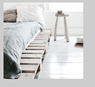 34 id es de lit en palette bois a faire pour la chambre - Deco chambre zen gris ...