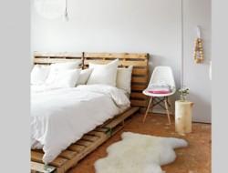decoration-chambre-blanc-et-bois-lit-palette-bois