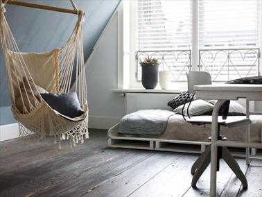 34 id es de lit en palette bois a faire pour la chambre - Comment faire une banquette en bois ...