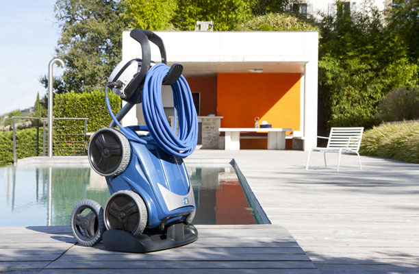 le robot nettoyeur piscine de zodiac qui aime les femmes d co cool. Black Bedroom Furniture Sets. Home Design Ideas