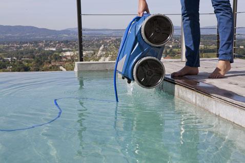 Le robot nettoyeur piscine Vortex 4 4WD est équipé d'une fonction Lift System qui permet la sortie de l'eau en diminuant les efforts d'au moins 20 %