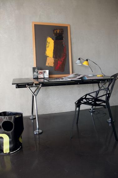 Décoration d'un salon avec murs en béton ciré couleur gris de Maison Déco