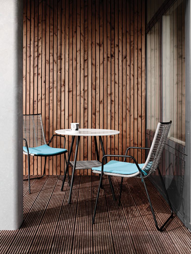 Table et chaises de jardin ou balcon en aluminium et osier gris la nouvelle collection outdoor de BoConcept