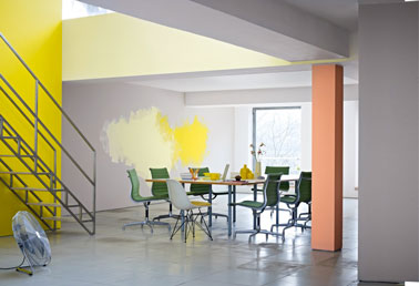 Salon salle a manger couleur jaune gris orange sol dalle for Salle a manger jaune moutarde