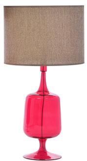 Complément déco de choix pour une chambre rouge une Lampe à poser en verre soufflé rouge avec abat jour en lin beige Les Herbiers