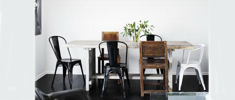 Chaises depareilles salle a manger tolix et bois table bois for Chaises salle a manger en bois pour deco cuisine