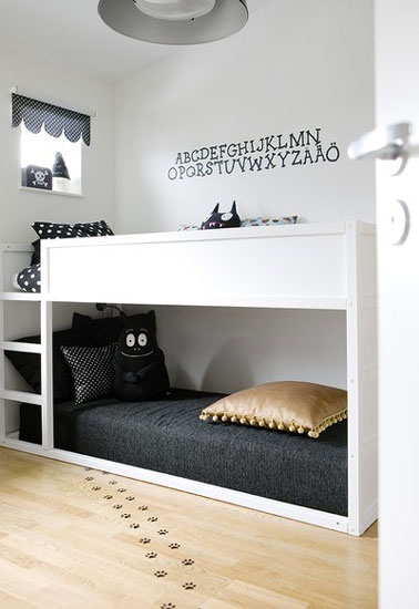 chambre bebe mur gris clair avec des id es. Black Bedroom Furniture Sets. Home Design Ideas