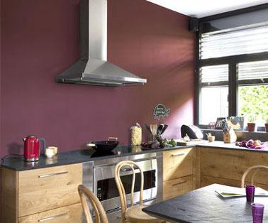 Peinture Protect'Activ Couleur luzerne de V33 sur mur crédence de cuisine pour une protection intense contre les taches de graisses. Une peinture spéciale cuisine de V33 lessivable