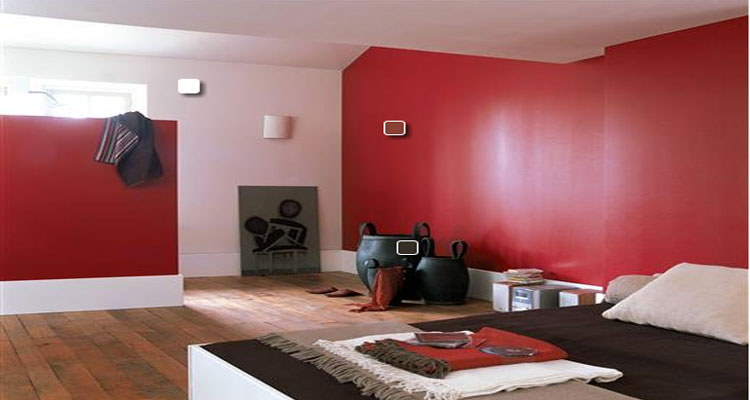 id e d co chambre rouge avec tapis lampe fauteuil. Black Bedroom Furniture Sets. Home Design Ideas