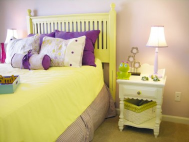 idee peinture chambre fille couleur jaune violet. Black Bedroom Furniture Sets. Home Design Ideas