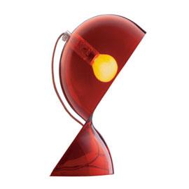 Idéale pour la déco d'une chambre moderne et rouge une lampe à poser désignée par Vico Magistretti
