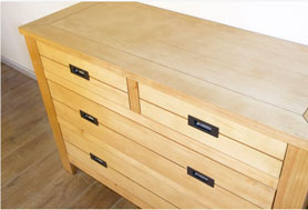Repeindre une commode en bois 4 tiroirs : Photo avant peinture effet métal couleur zinc.