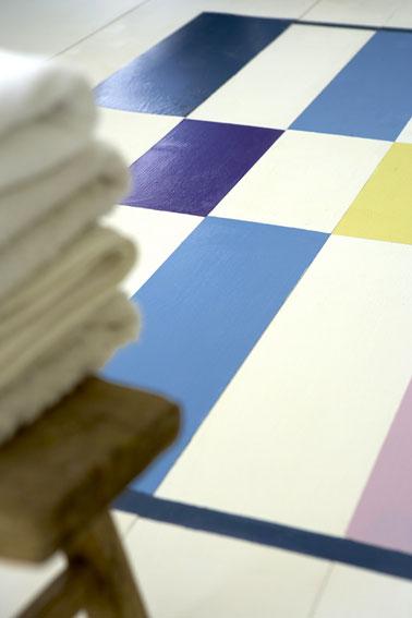peindre un tapis salle de bain avec une peinture carrelage sol. Black Bedroom Furniture Sets. Home Design Ideas
