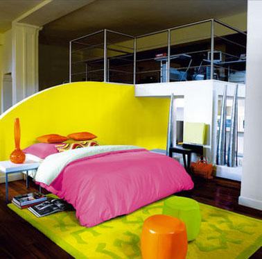 Peinture chambre moderne jaune et rose ripolin - Mur de couleur dans une chambre ...