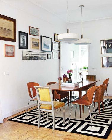 tables-salle-a-manger-chaises-depareillees-en-bois