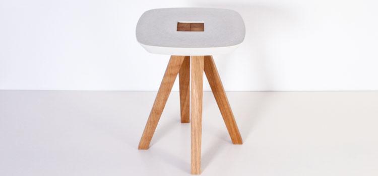 Tabouret des studios inoow design en béton fibré et bois frêne assemblage sans clou ni visse