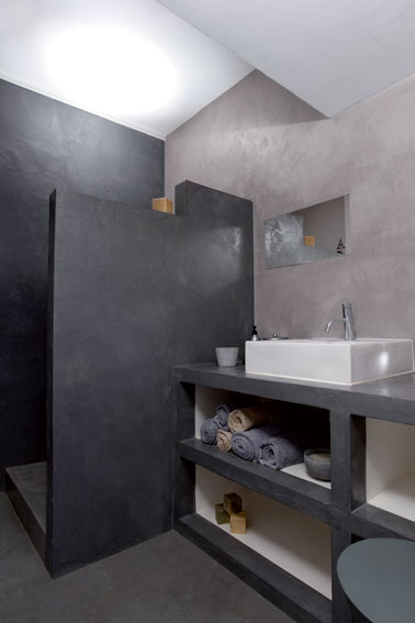 salle de bain italienne en b ton cir gris. Black Bedroom Furniture Sets. Home Design Ideas