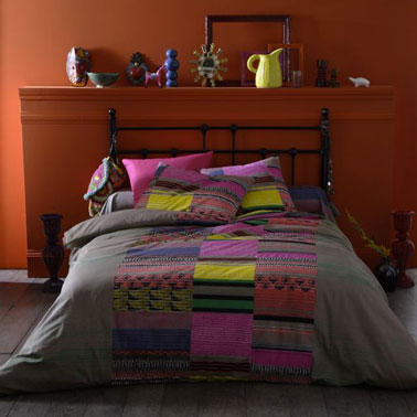couleur chambre style folklore am ricain orange taupe jaune. Black Bedroom Furniture Sets. Home Design Ideas