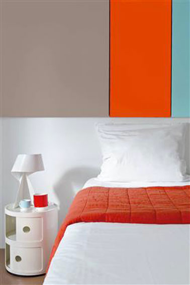couleur peinture chambre gris taupe et tangerine tango. Black Bedroom Furniture Sets. Home Design Ideas