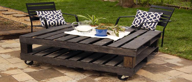 les concepteurs artistiques fabriquer un salon de jardin en bois de palette. Black Bedroom Furniture Sets. Home Design Ideas