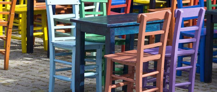 La peinture IdeStyl est multi-support. Elle convient pour peindre un meuble de la même façon elle s'applique sur du carrelage mural et sol, et sert également du peinture à tableau blanc.