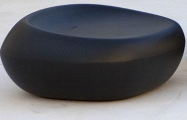 Pouf de jardin design forme galet noir for Galet noir exterieur