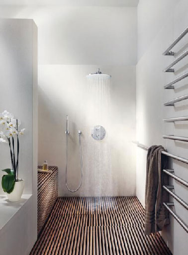 Salle de bain italienne sol caillebotis en teck for Sol en teck salle de bain