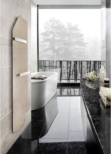 Séche serviette rayonnant ultra design avec feuille de chêne en façade. Folio Corner de Runtal