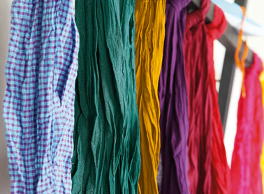 Chèche coton teint avec Teinture pour tissu couleur vert émeraude et moutarde