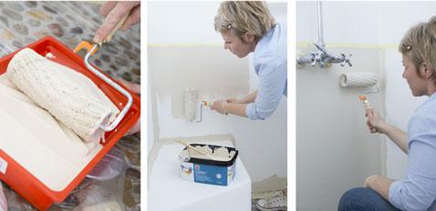 Appliquer une première couche de peinture sur les murs de la douche et de la salle de bain sur la partie basse du mur