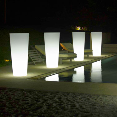 L 39 clairage ext rieur le secret d 39 un beau jardin d co cool for Luminaire exterieur design leroy merlin