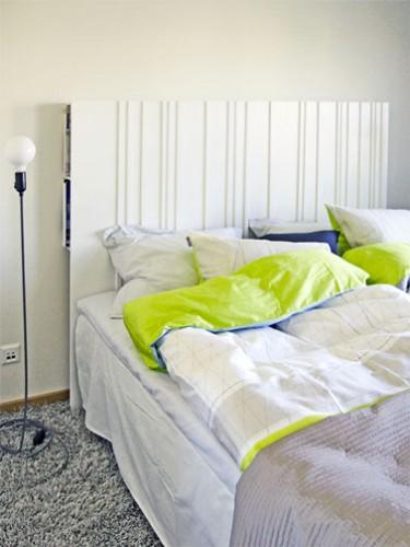 Tete de lit fabriquee avec des portes de recuperation diy - Fabriquer une tete de lit avec rangement ...