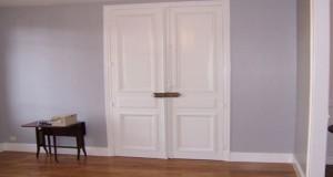 Peinture sans sous couche pour peindre meuble et carrelage - Peindre des portes de placard ...