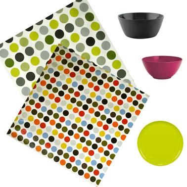 apporter de la couleur dans la cuisine avec une toile cirée tendance et de la vaisselle couleur