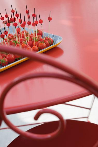 Repeindre un salon de jardin en fer directement sur la rouille - Repeindre une table en fer ...