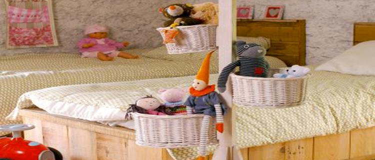 deco chambre enfant arbre a peluche avec paniers. Black Bedroom Furniture Sets. Home Design Ideas