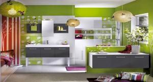 decoration salle de bain. meuble, carrelage et peinture vert, gris, blanc