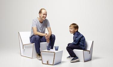 chaise en caron pour enfant pouvant faire petit salon avec le tabouret en guise de table basse