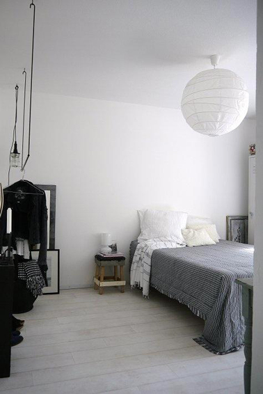 chambre style scandinave blanche grise et noire. Black Bedroom Furniture Sets. Home Design Ideas