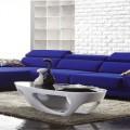 deco-salon-bleu-idee-deco-mur-blanc-canape-design-bleu-tapis-beige