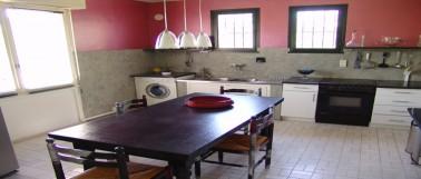 Nos conseils peinture et tuto pour peindre du carrelage mural dans la salle de bain et la cuisine. Peinture carrelage en application directe ou acrylique après sous-couche.