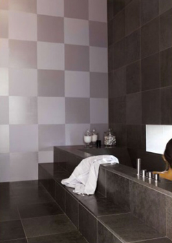 peindre un mur en carrelage salle de bain en damier 2 couleurs. Black Bedroom Furniture Sets. Home Design Ideas
