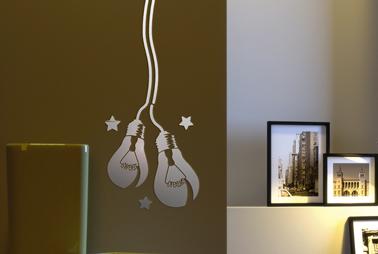 Pochoir motif ampoule peinture relief dans salon maison deco for Pochoir deco murale