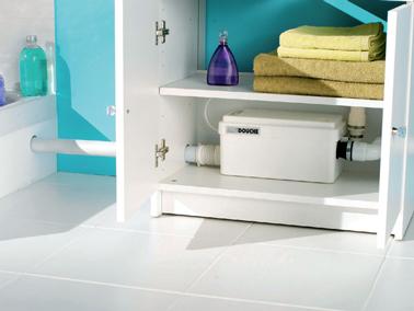 Sanidouche SFA installé dans meuble sous lavabo de la salle de bain et raccordé à l'évacuation