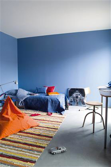 chambre gar on couleur peinture bleu sol b ton gris. Black Bedroom Furniture Sets. Home Design Ideas