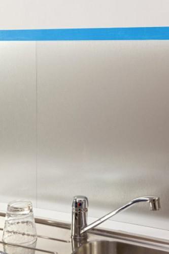 Crédence cuisine posée avec feuille alu et collée avec colle Pattex